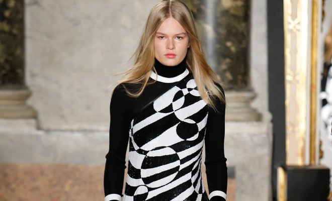 http://media.style.com/image/slideshows/trends/fashion/2015/5-may/graphic-prints-fall-2015-runway-trends/slides/1366/2048/graphic-prints-fall-2015-runway-04.jpg