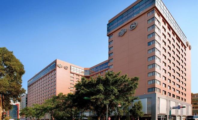 http://images.trvl-media.com/hotels/1000000/30000/26300/26290/26290_149_z.jpg