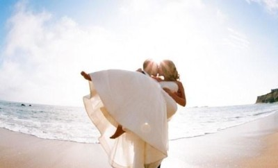 bride-and-groom-on-beach