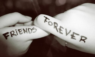 friends-forever-on-hand
