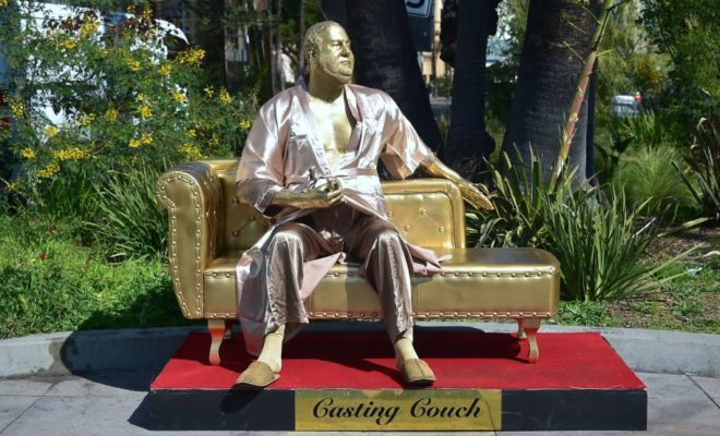 Harvey Weinstein, golden statue
